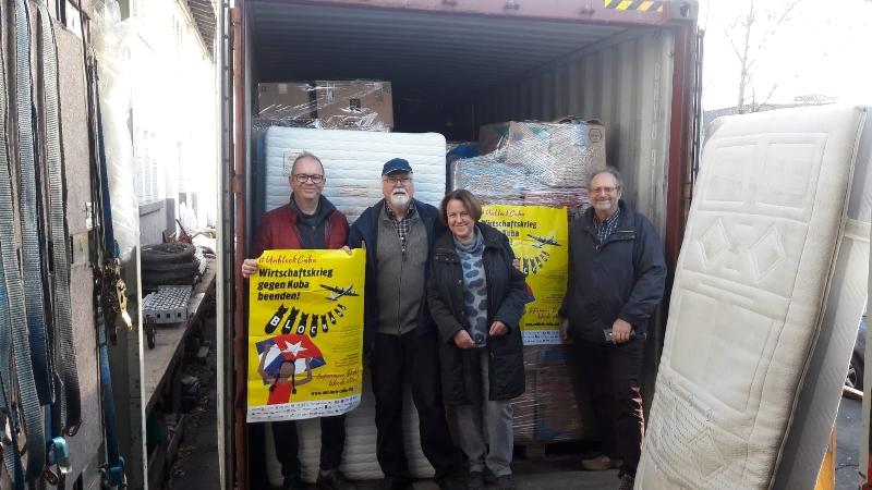 Container mit Spenden nach Kuba